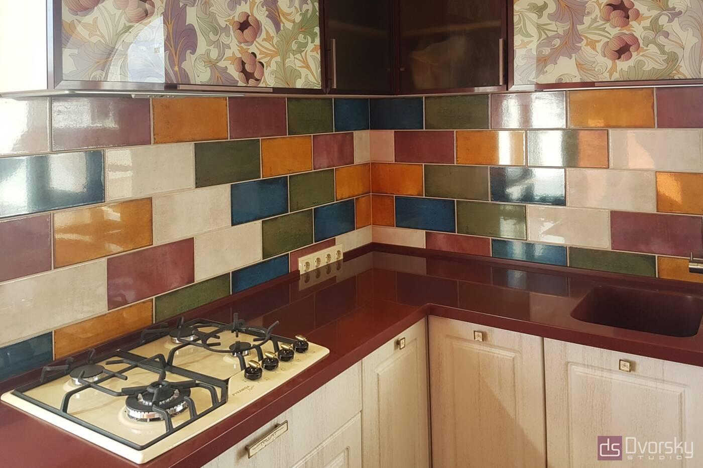 П - образні кухні Кухня в гранатових кольорах - Фото № 1