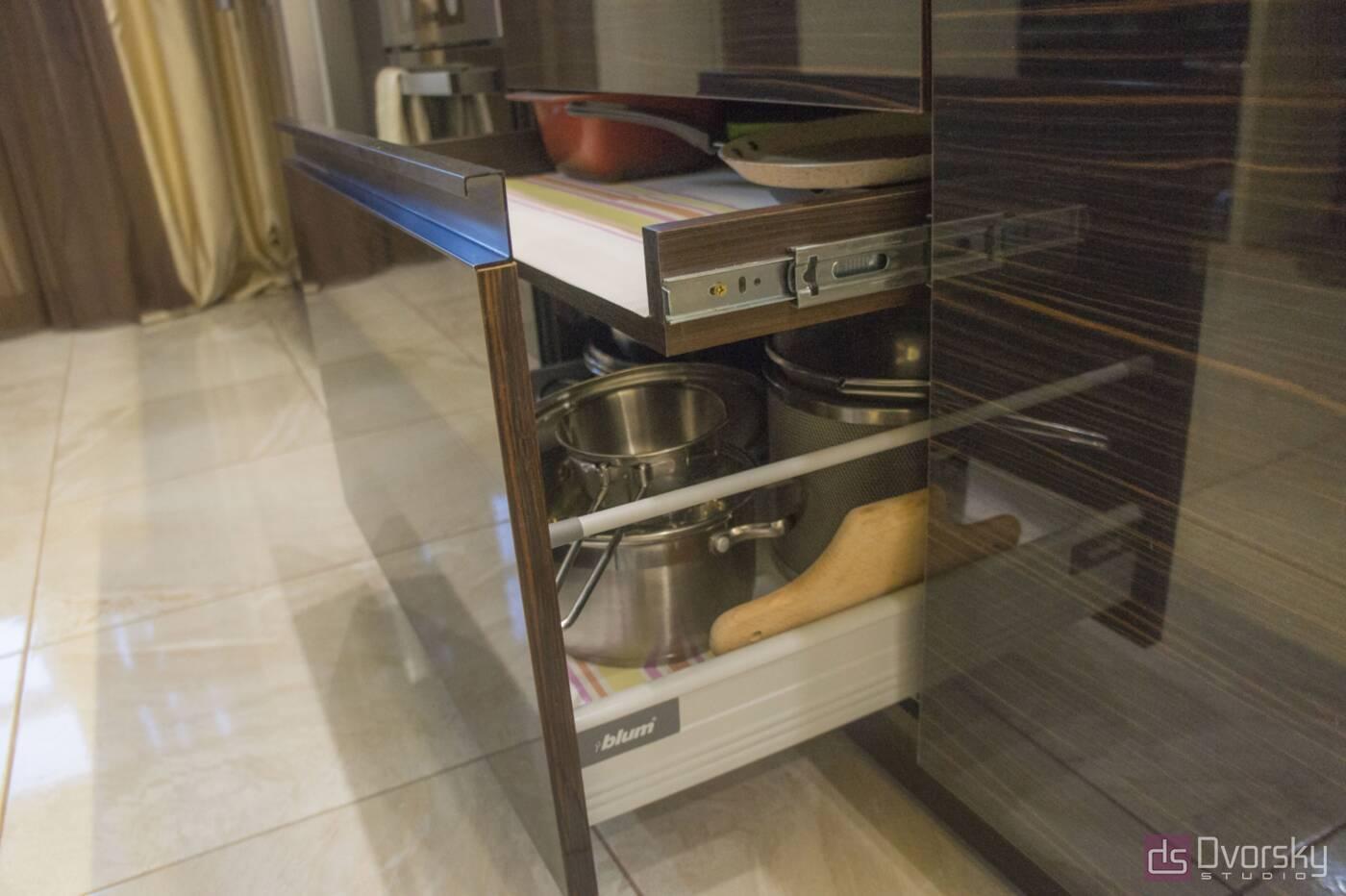 Прямі кухні Кухня дерево і скло - Фото № 4