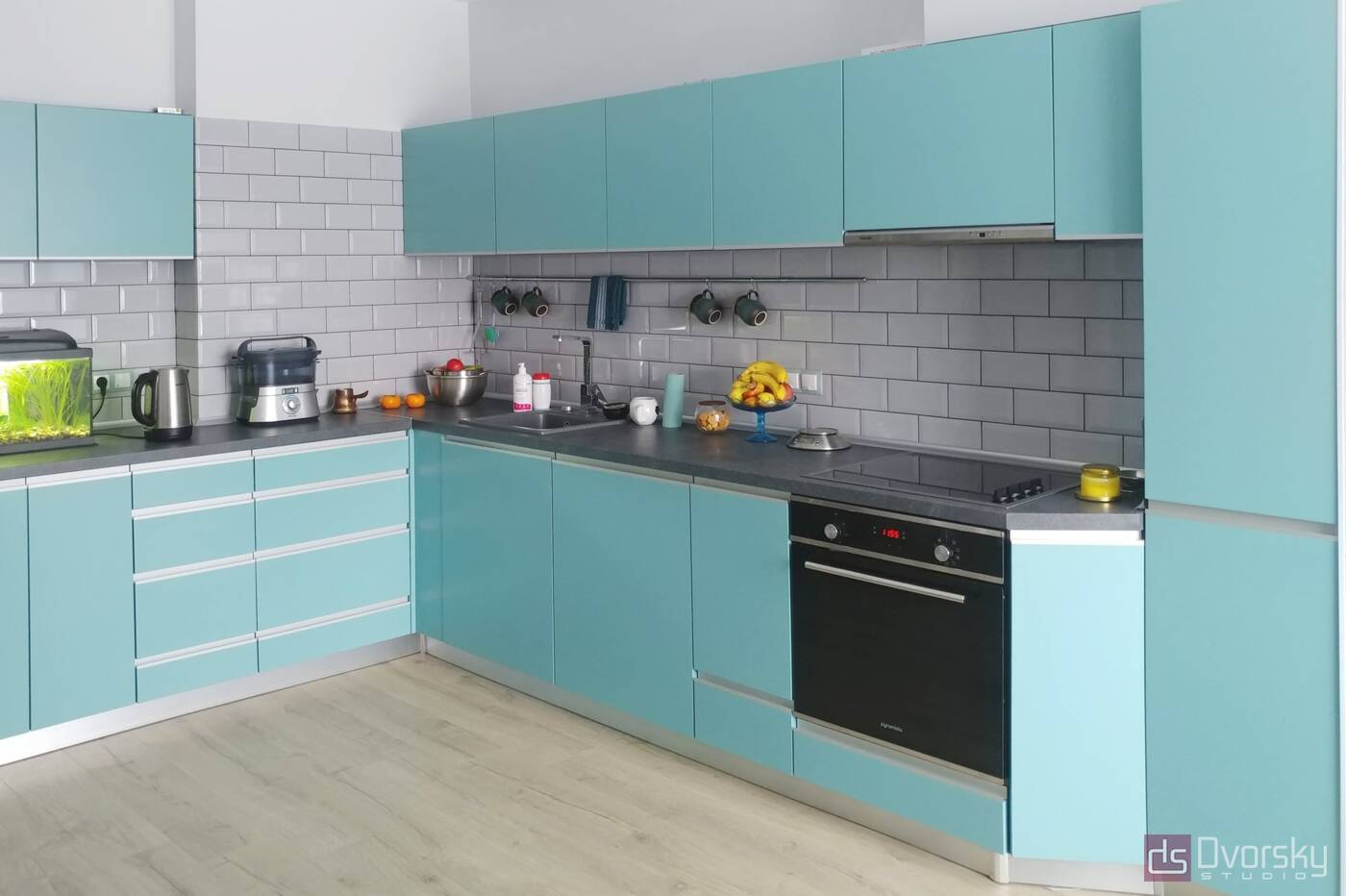 Угловые кухни Кухня с фасадами цвета Тифани - Фото № 1