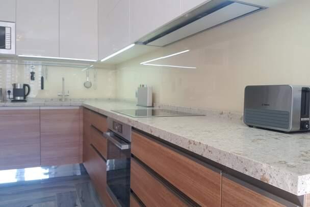 Фото кухни с разными материалами
