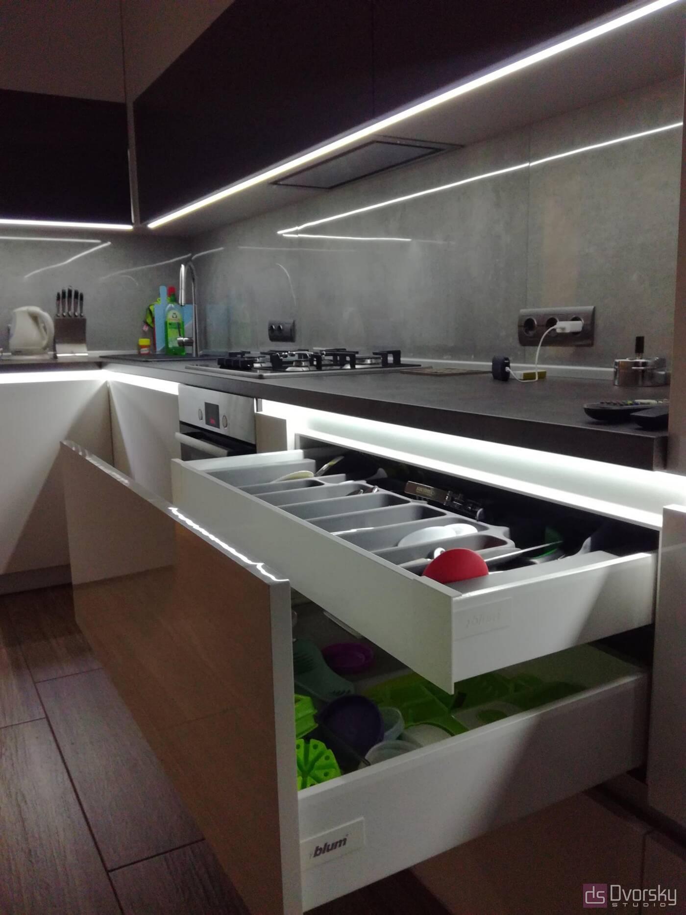 Угловые кухни Кухня с подсветкой - Фото № 3
