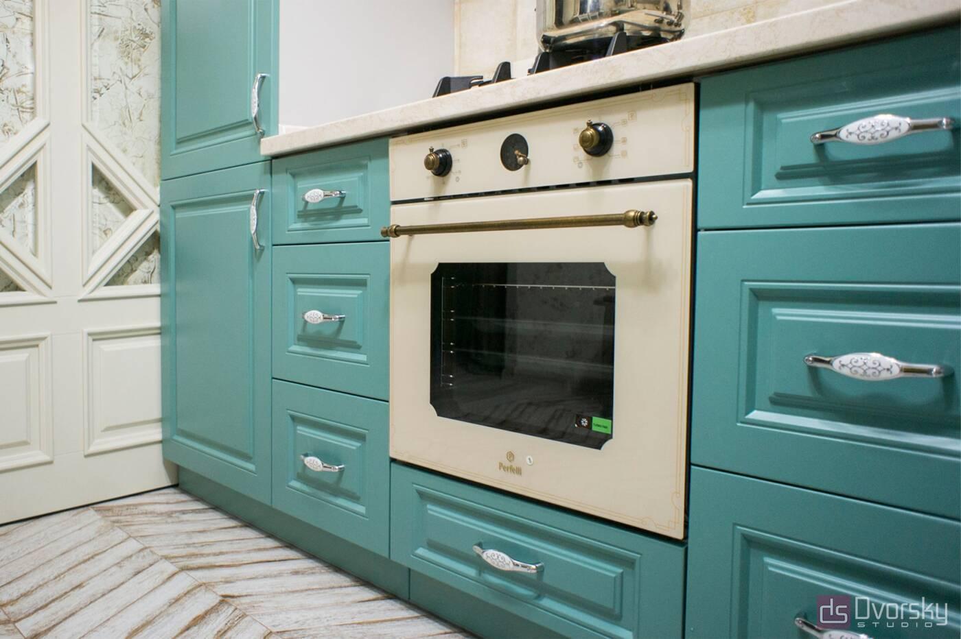 П - образні кухні Кухня з фрезерованими класичними фасадами - Фото № 1