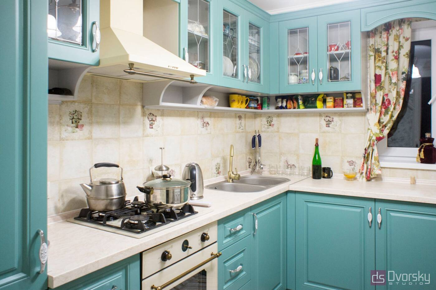 П - образні кухні Кухня з фрезерованими класичними фасадами - Фото № 2