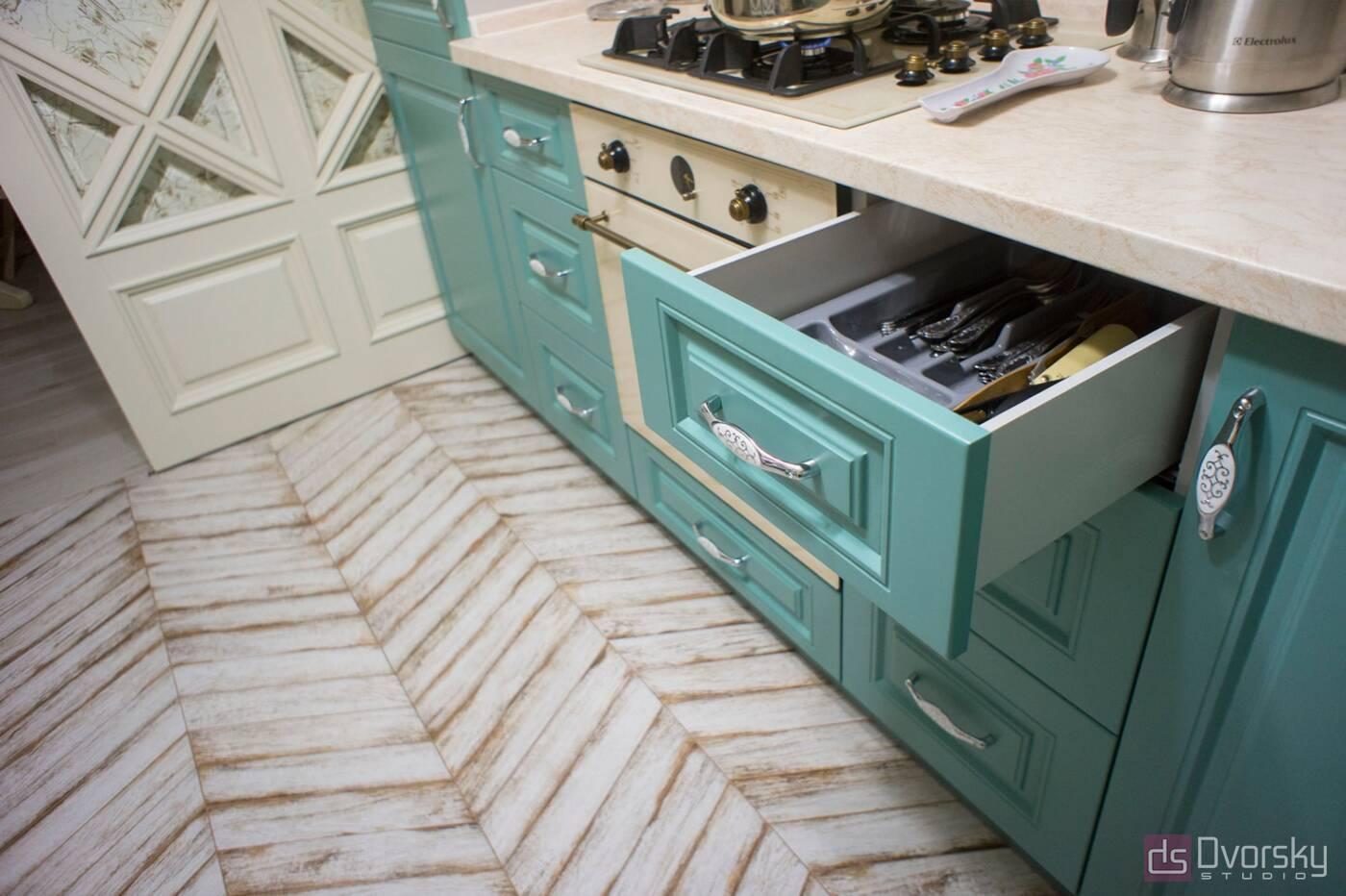 П - образні кухні Кухня з фрезерованими класичними фасадами - Фото № 3