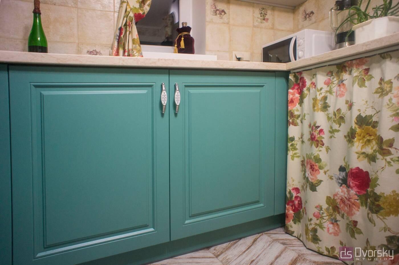 П - образні кухні Кухня з фрезерованими класичними фасадами - Фото № 4