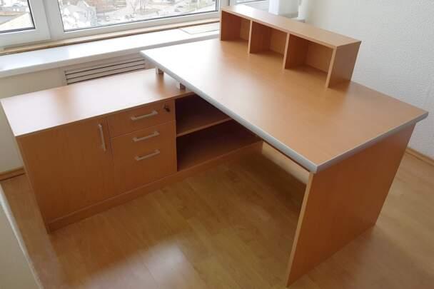 Офісний стіл кольору бук