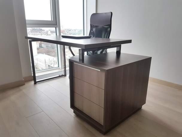 Фото стильного офисного стола