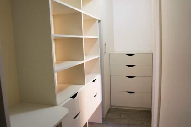 Фотография многофункциональной гардеробной комнаты