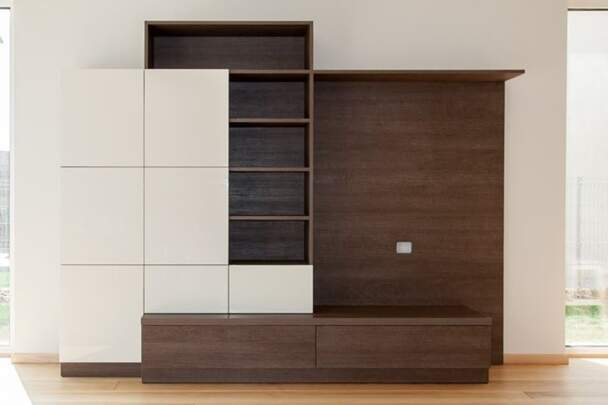 Мебельная горка для гостиной с фасадами