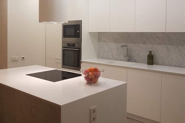 Фото розетки на острове кухни