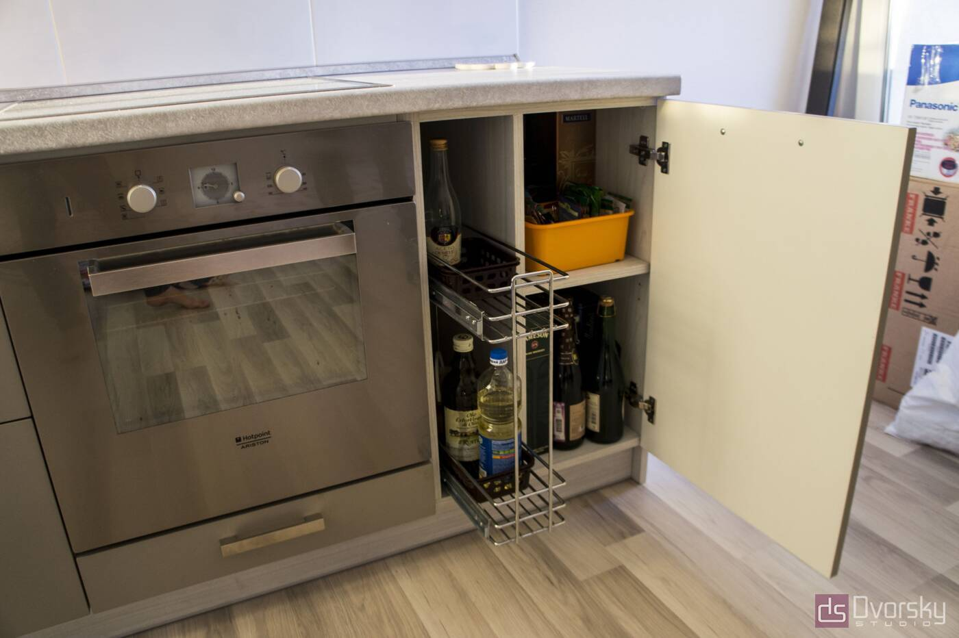 Угловые кухни Кухня монохромная - Фото № 6