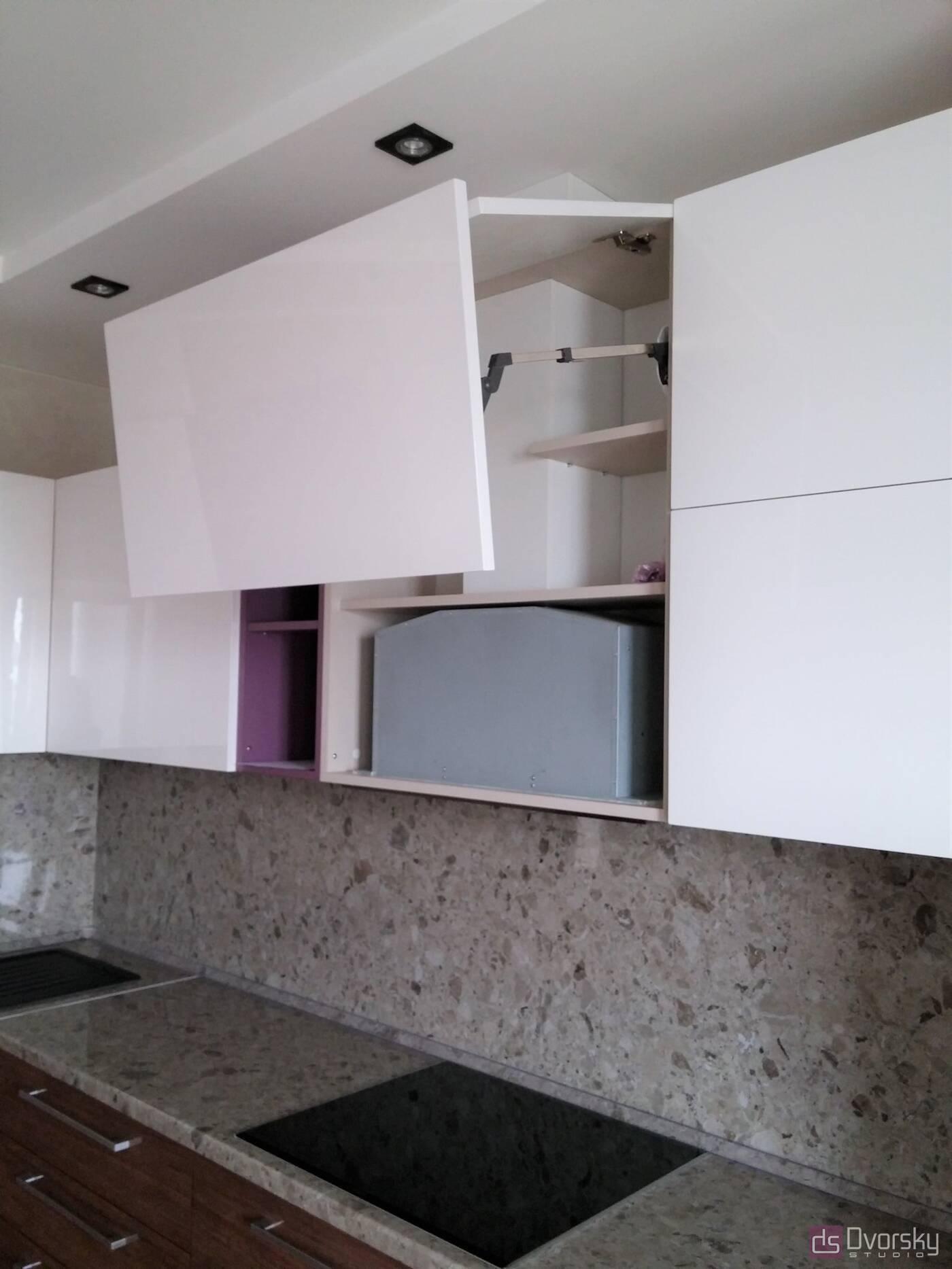 Угловые кухни Кухня с фасадами из акрила - Фото № 6