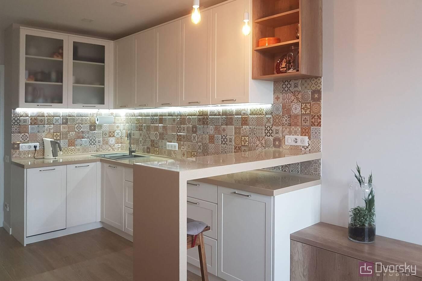П - образні кухні Кухня в кремових тонах - Фото № 1