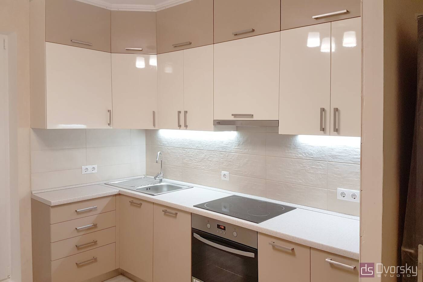 Угловые кухни Двухцветная кухня - Фото № 1