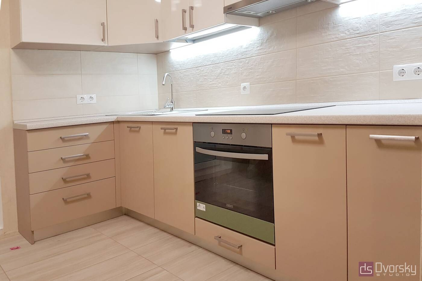 Угловые кухни Двухцветная кухня - Фото № 2