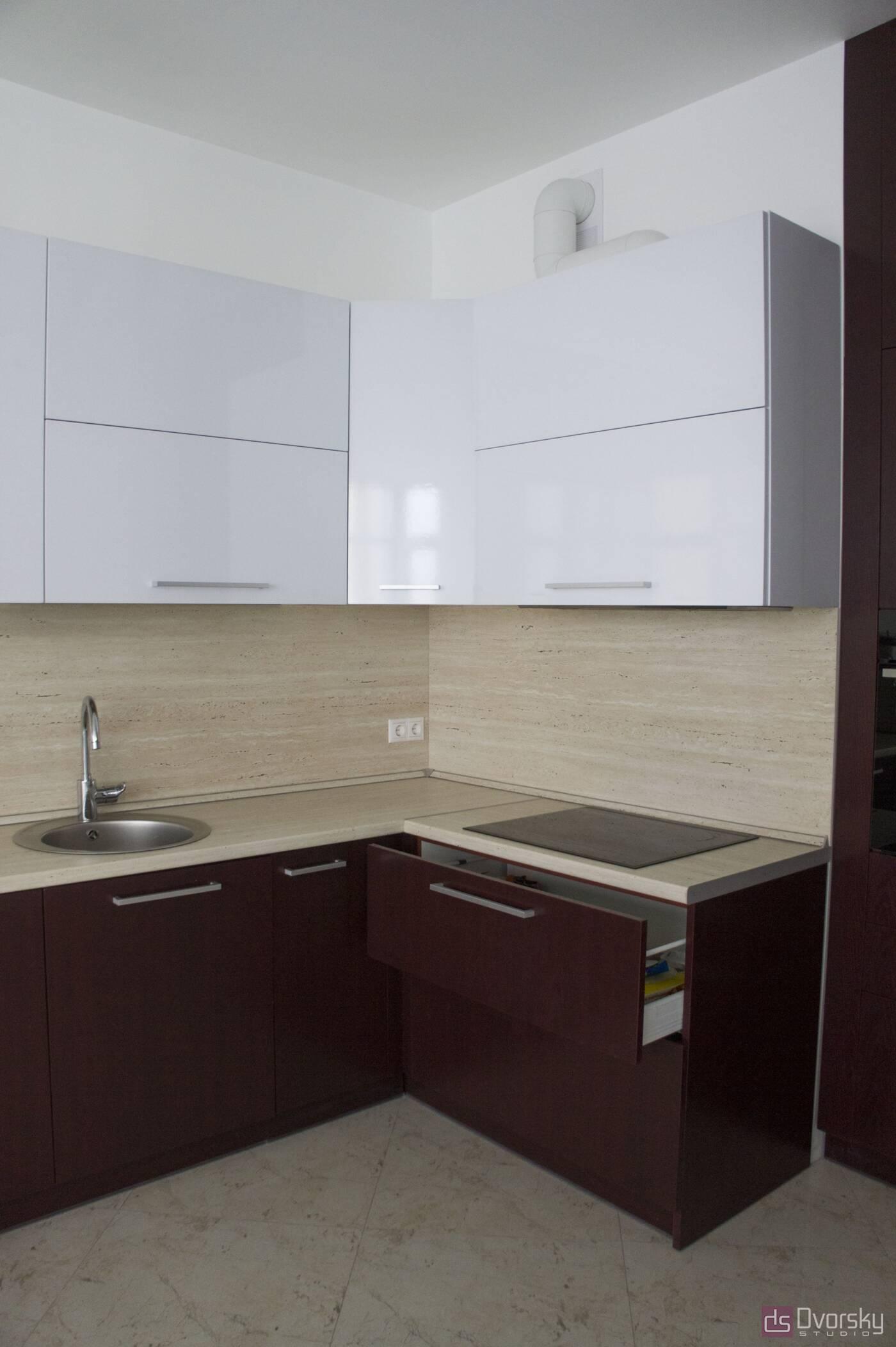 Угловые кухни Кухня вишневого цвета - Фото № 2