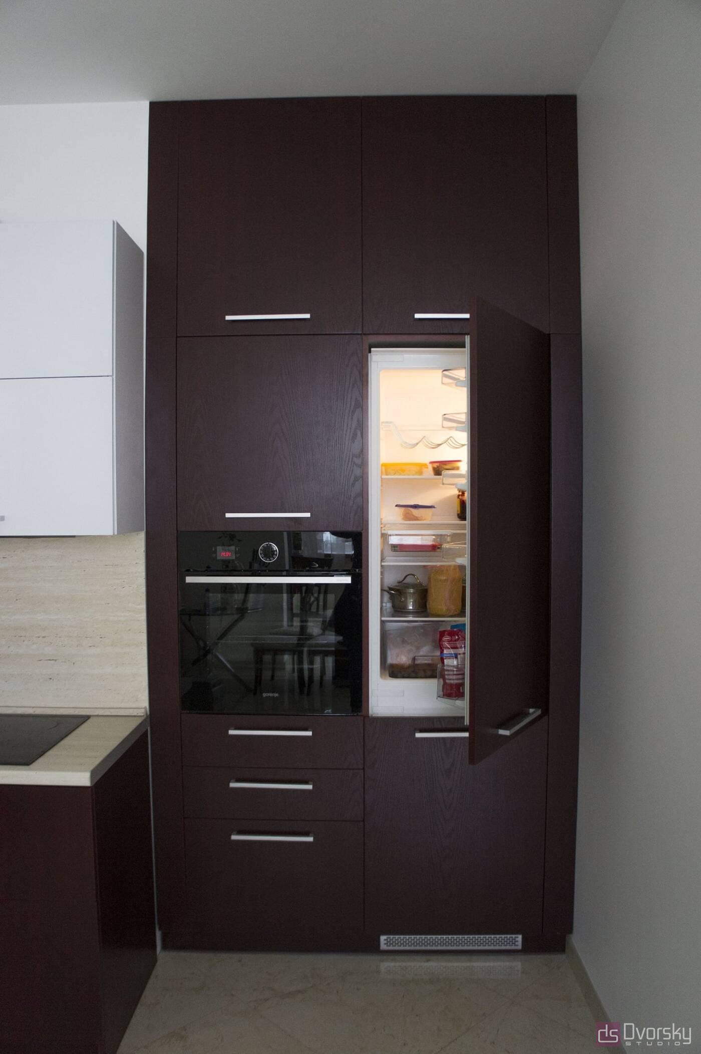 Угловые кухни Кухня вишневого цвета - Фото № 6