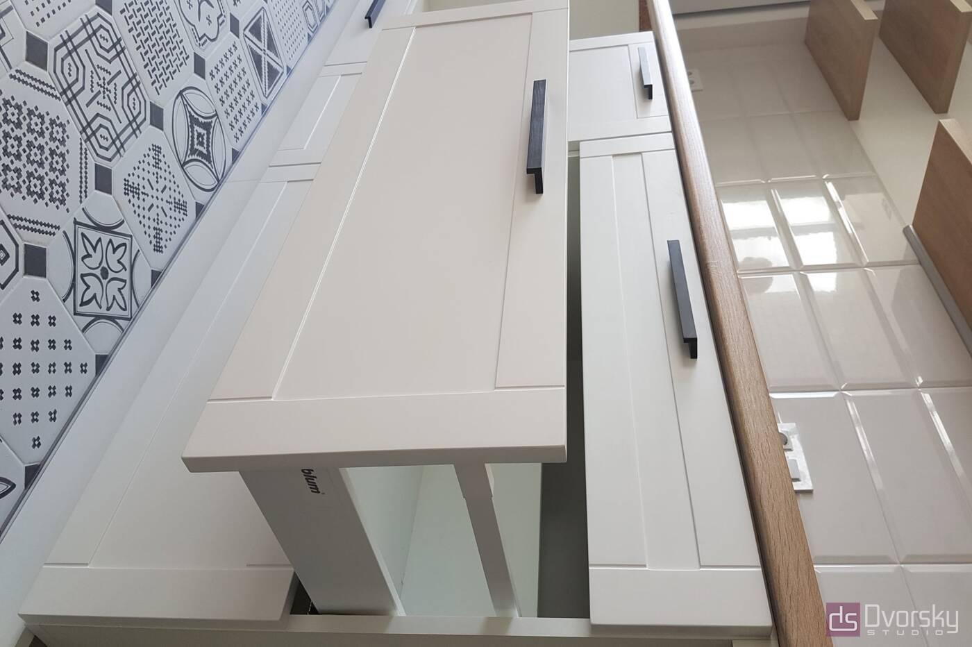 Прямые кухни Белая кухня с фрезеровкой - Фото № 3