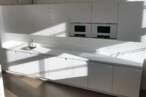 Островные кухни Белая островная кухня - Фото № 2