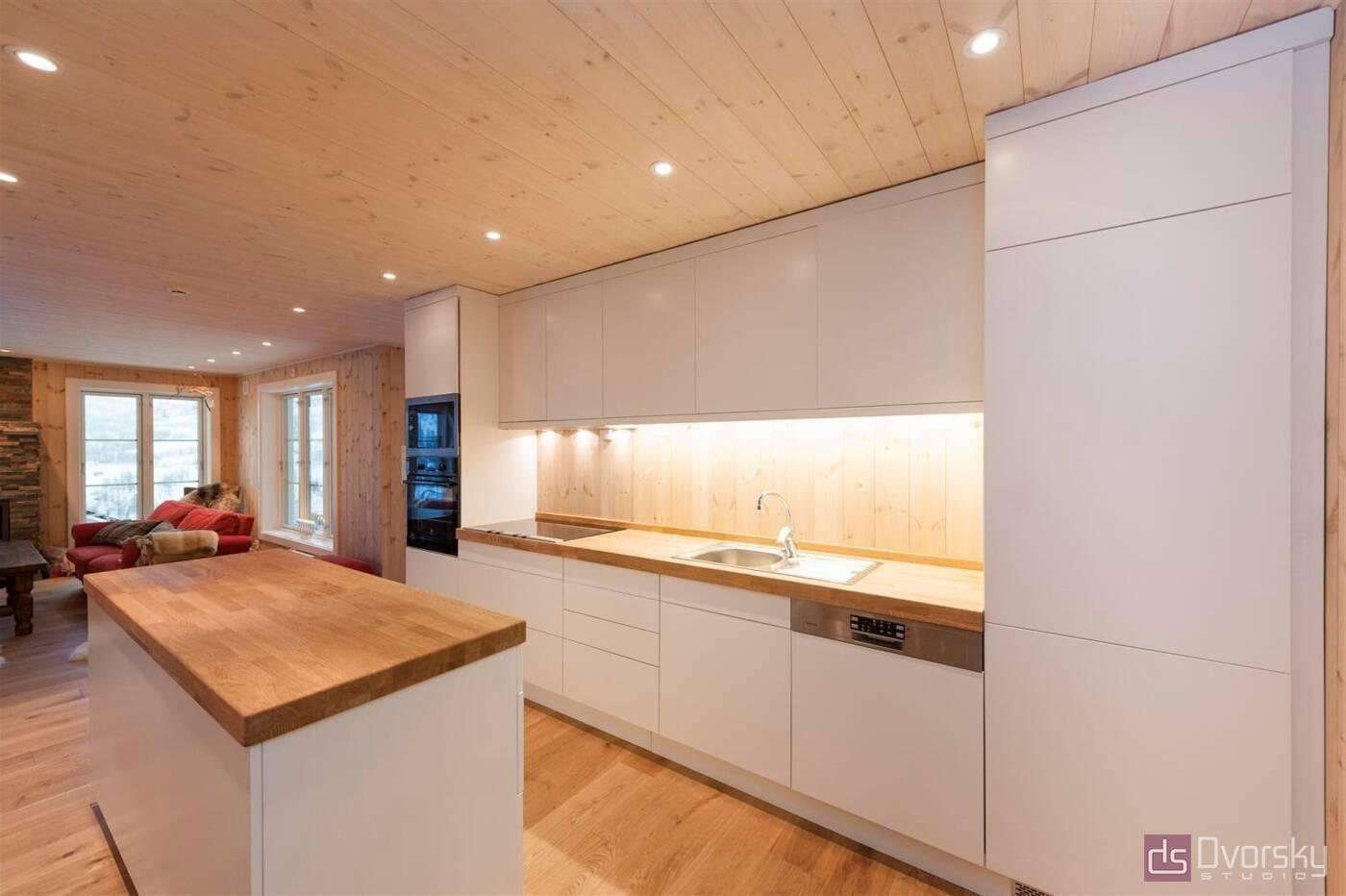 Острівні кухні Кухня для дачного будиночка - Фото № 1