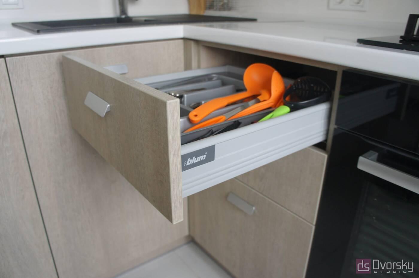П - образные кухни Функциональная мини-кухня - Фото № 2