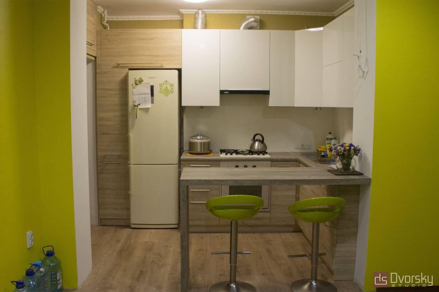 П - образные кухни Кухня с барной стойкой - Фото № 1