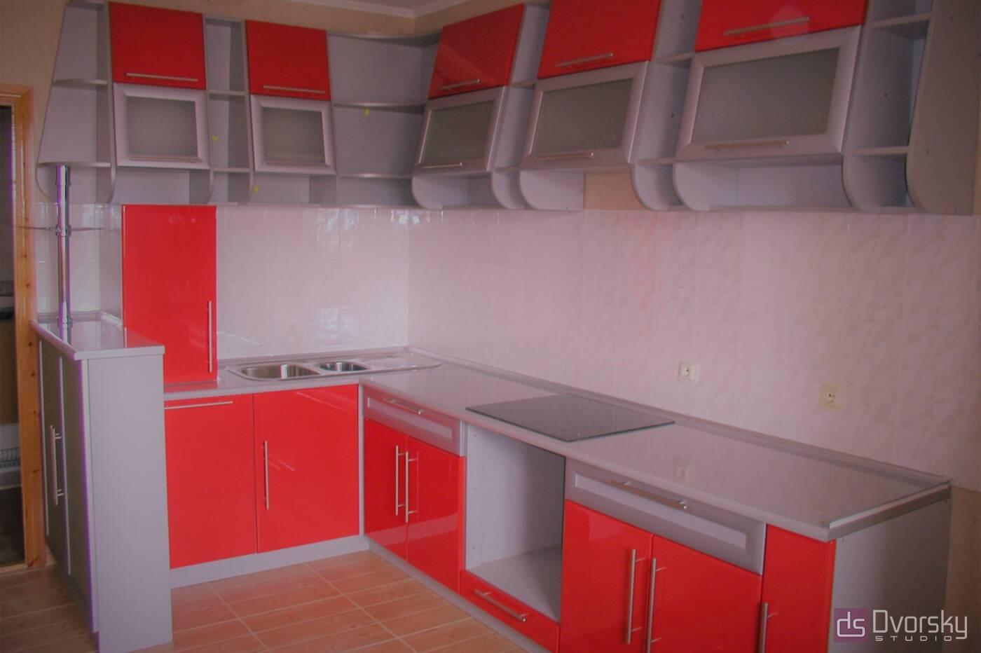 Кутові кухні Кухня зі скошеними фасадами - Фото № 1