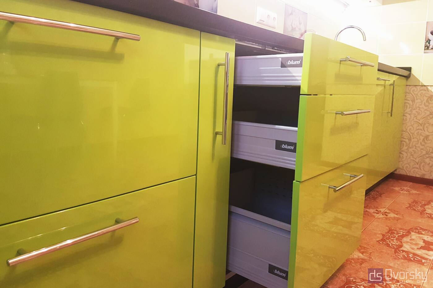 Прямые кухни Салатово-черная кухня - Фото № 4