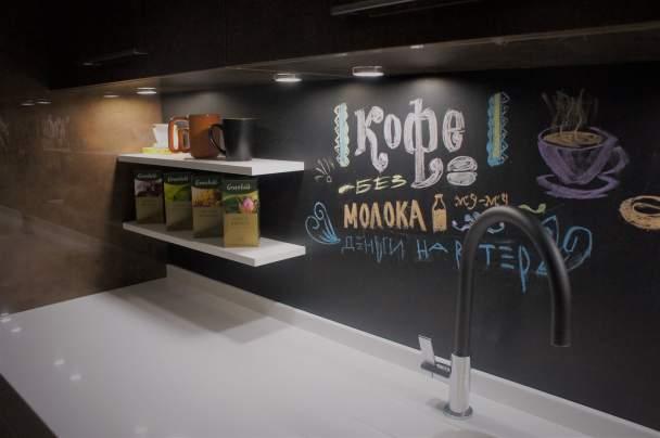 Кухня з графітової панеллю