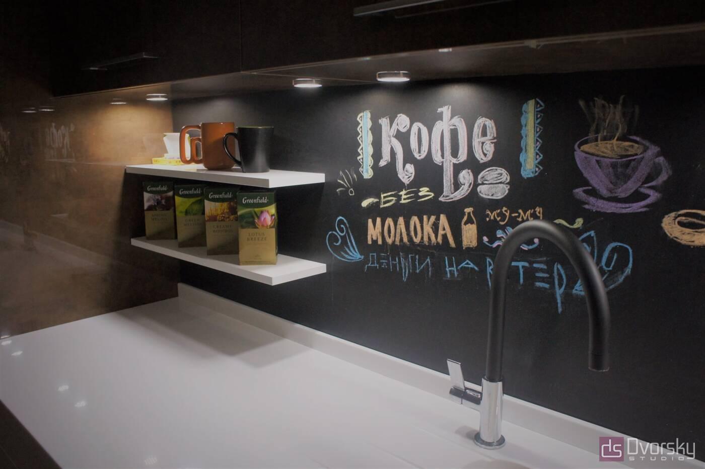 Прямі кухні Кухня з графітової панеллю - Фото № 1
