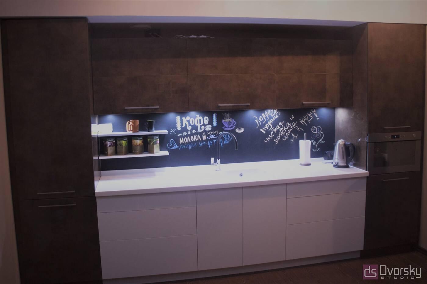 Прямі кухні Кухня з графітової панеллю - Фото № 3