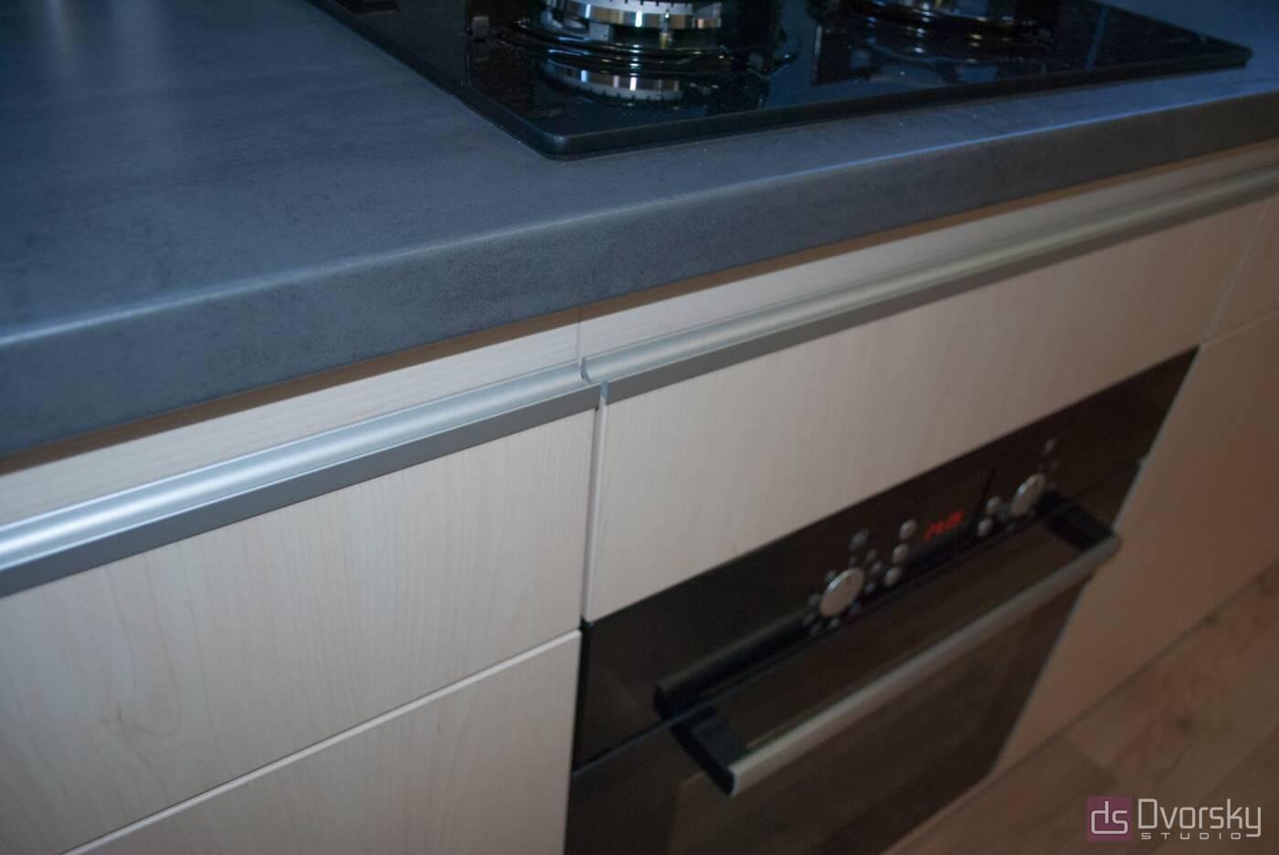 Прямі кухні Кухня з фарбованим фартухом - Фото № 2