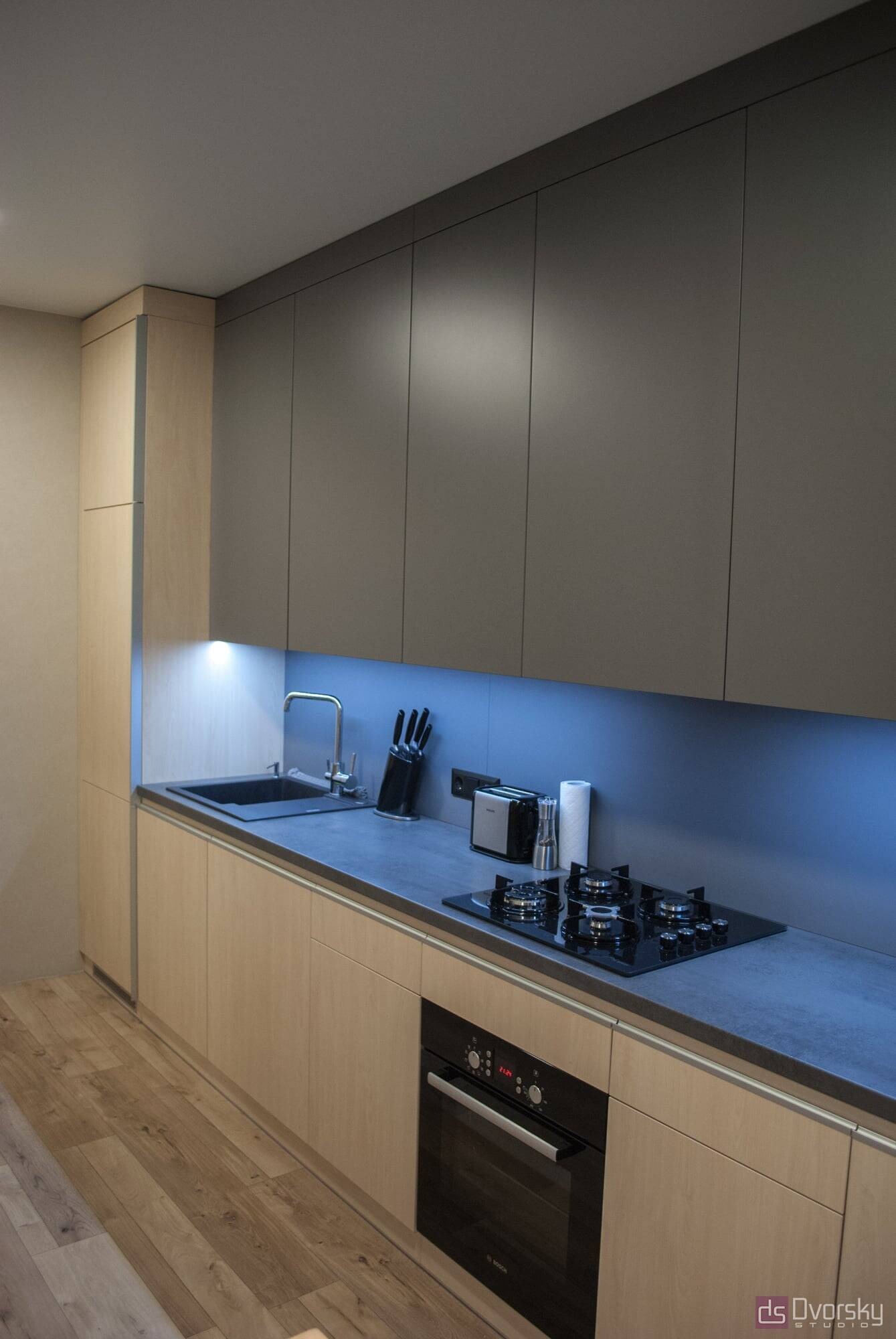 Прямые кухни Кухня с крашенным фартуком - Фото № 1