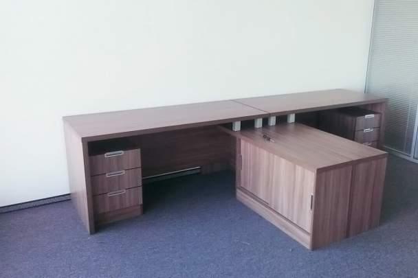 Фото углового офисного стола в офис
