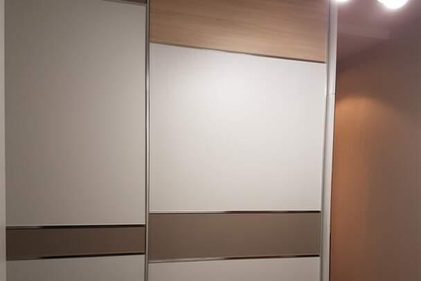 Шкаф купе с комбинированными дверями
