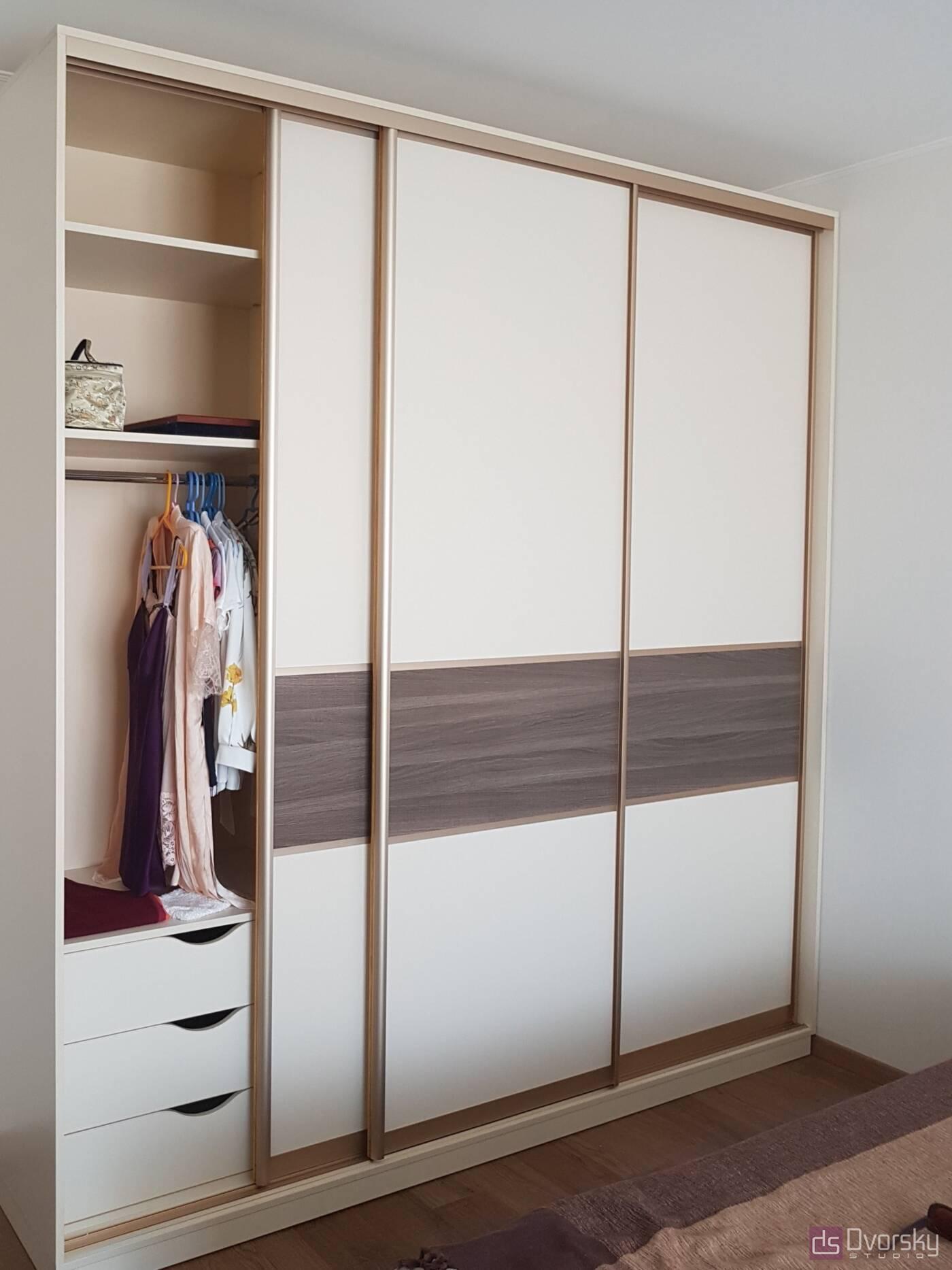 Шкафы купе Шкаф купе на три двери - Фото № 2