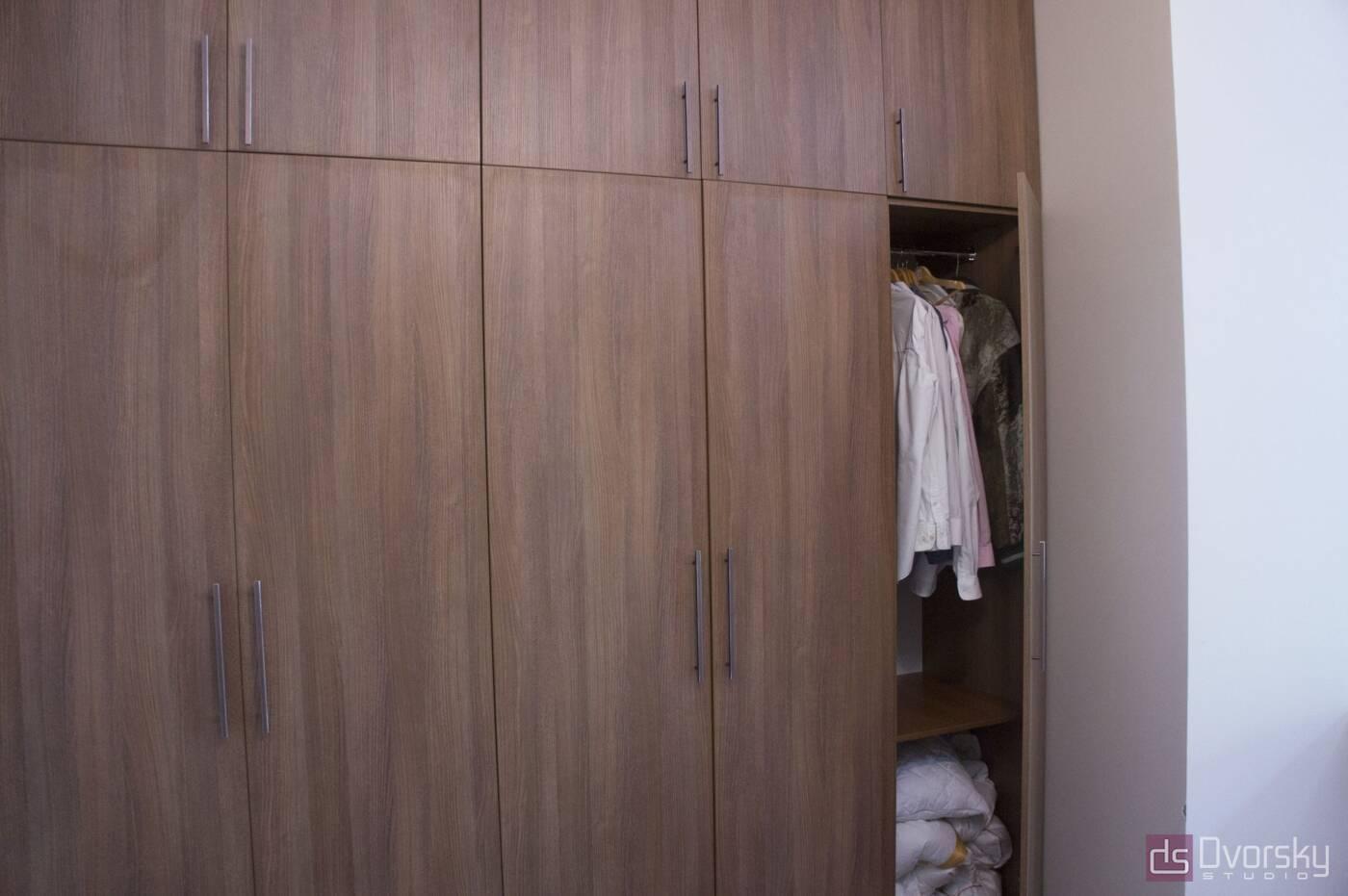 Шкафы распашные Коричневый распашной шкаф - Фото № 1