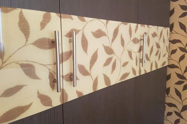 Дизайнерский распашной шкаф