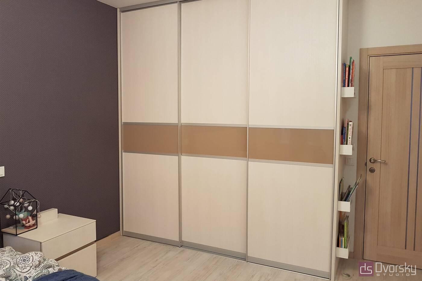 Спальні Спальня з 3-х дверною шафою - Фото № 1