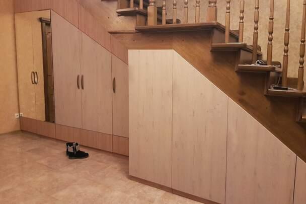 Мебельная стенка под лестницей