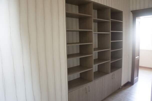 Мебельная стенка со стеллажами