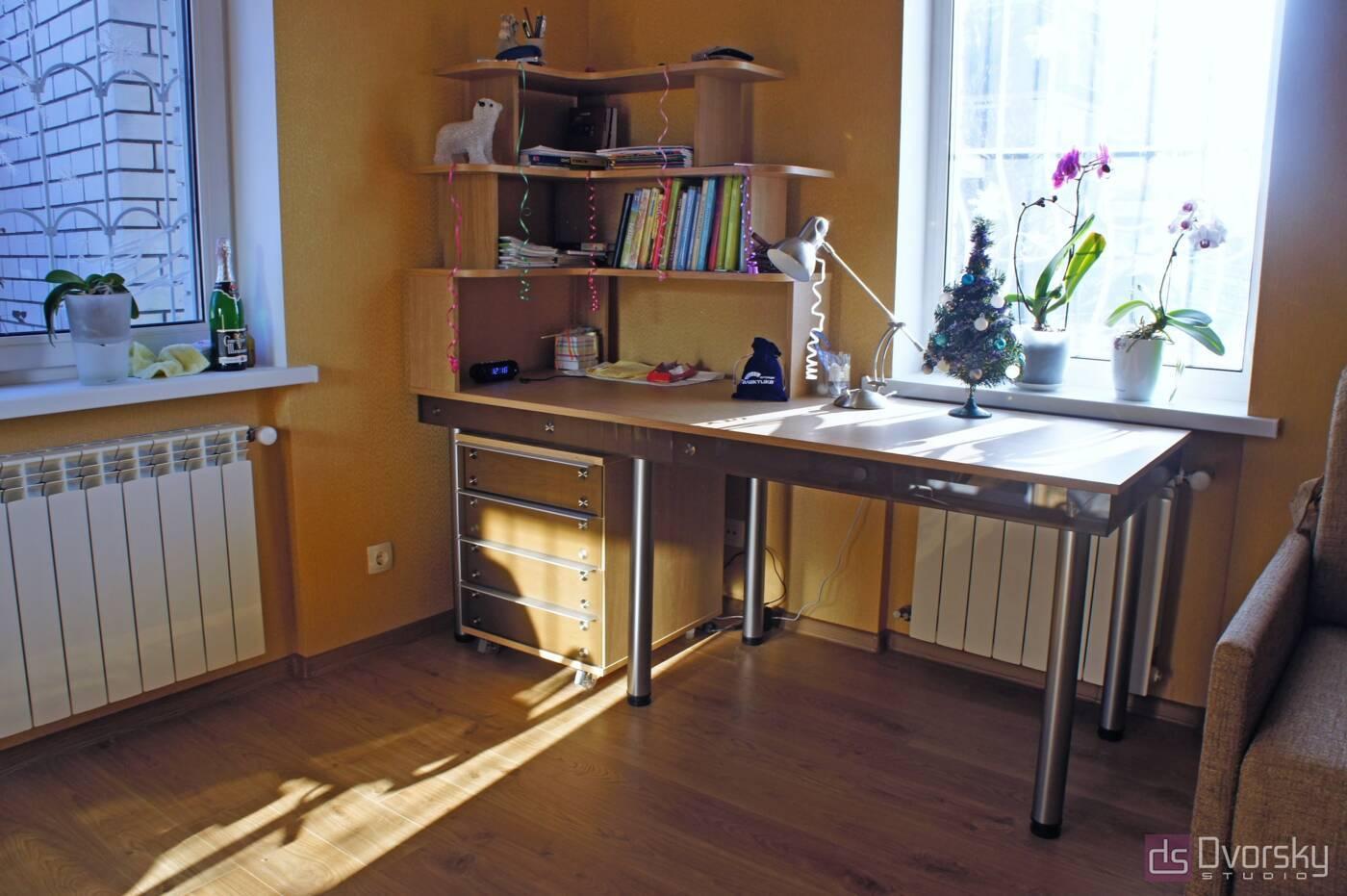 Разное Стол со стеклом в кабинет - Фото № 2